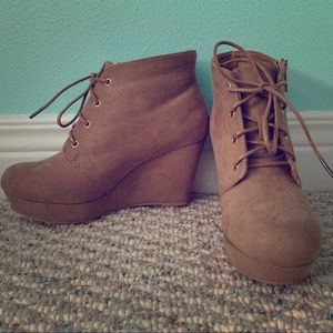 Women's Wedges / Booties